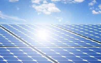 Photovoltaikanlage produziert mit Sonnenenergie